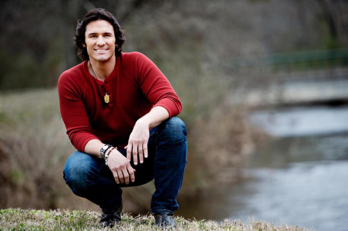 Country star Joe Nichols spreading awareness about mysterious disease that took his father's life