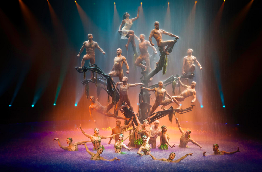"Wynn Resort's ""Le Reve"" mesmerizes audiences with high dives, acrobatics and lots of splashes!"