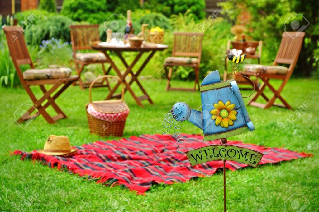 Find Out Helpful Tips to Throw the Perfect Summer Party