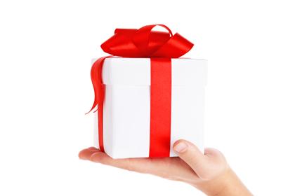 Last-minute beauty gifts for men & women