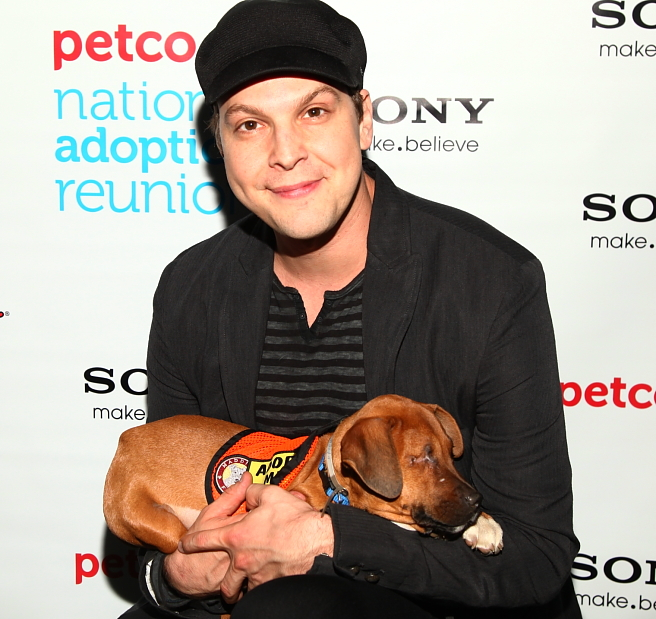 Singer Songwriter Gavin DeGraw shows us why we don't have to be lonely for the Holidays