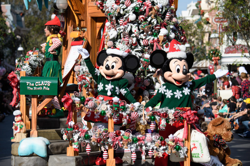 14 'Snow' Sighting to Discover During Holidays at the Disneyland Resort