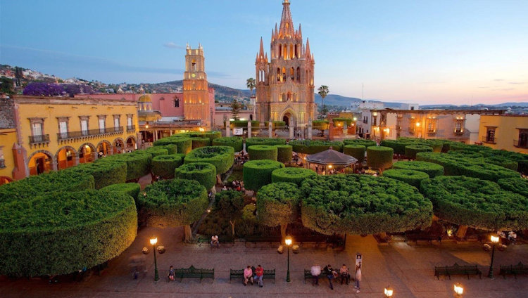 San Miguel de Allende's Boutique Hotel, Casa Delphine, Announces New Monthly Dinner Series.