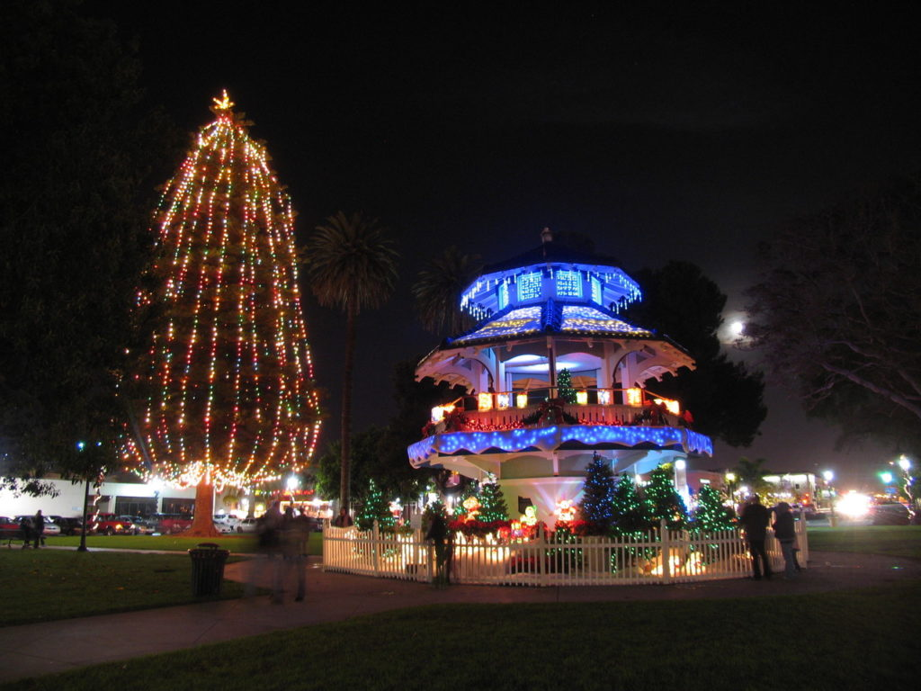 Get Into the Holiday Spirit in Oxnard !