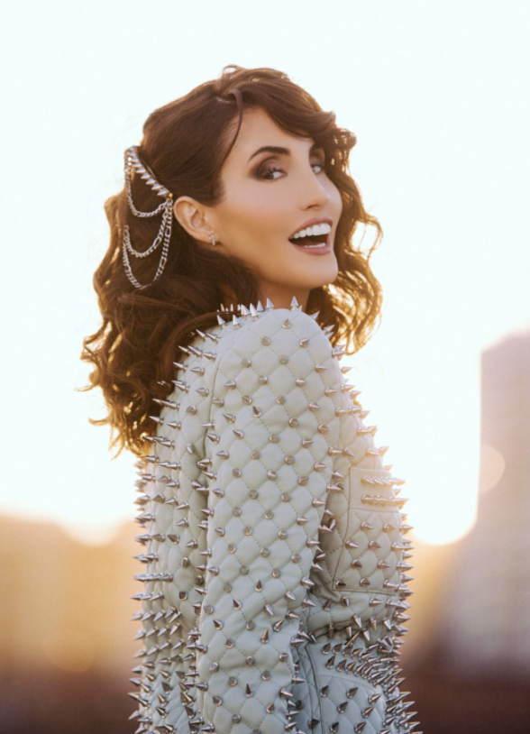 Country Singer Laura Bryna is now Tik-Tok Famous